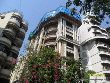 La Vie, Khar West