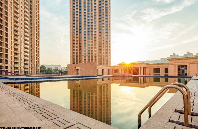 Hampton Hiranandani One Park Swimming Pool