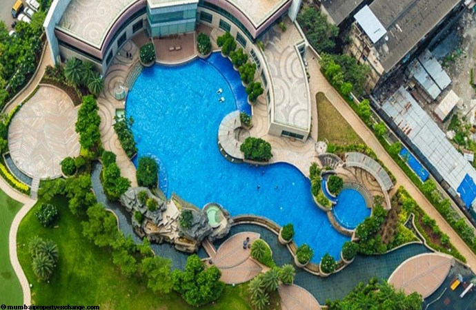 Vivarea Tower E K Raheja Vivarea Swimming Pool View