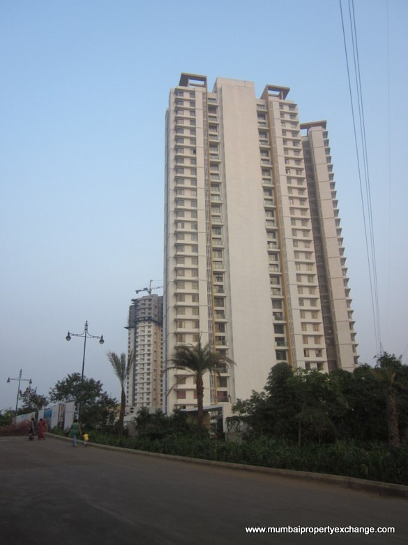 3 BHK apartment for Sale in Lodha Luxuria, Thane West