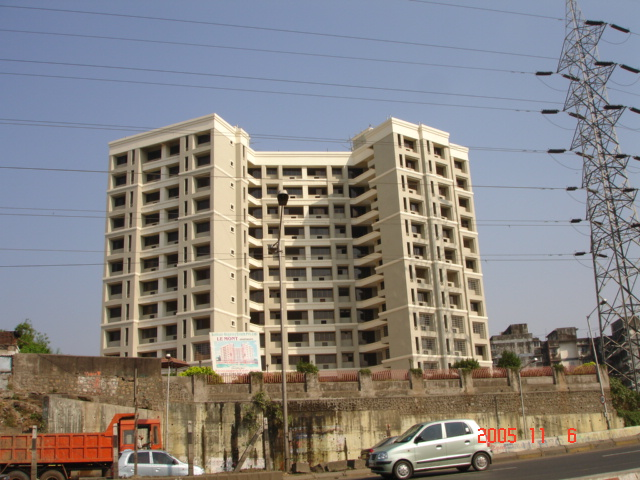 Flat on rent in Lemont Apt, Malad East