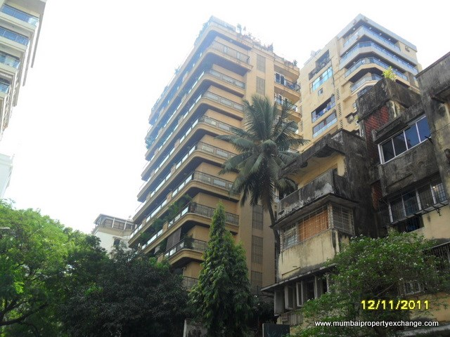 Tuscany, Khar West